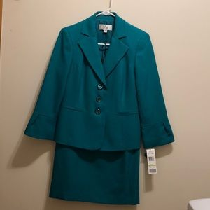 NWT LeSuit women's skirt suit